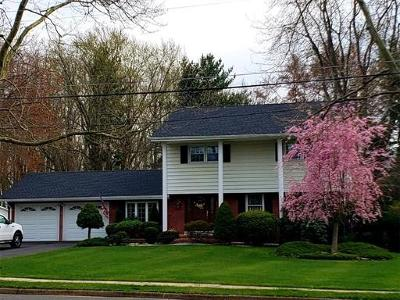 Monroe Single Family Home For Sale: 11 Woodcrest Circle