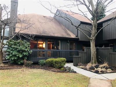 Edison Condo/Townhouse For Sale: 408 Westgate Drive #408