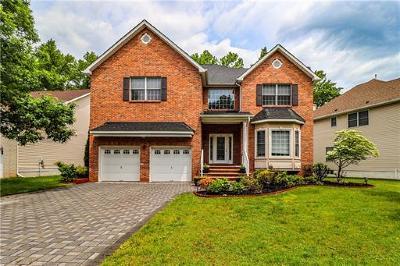 Edison Single Family Home For Sale: 66 Melbloum Lane