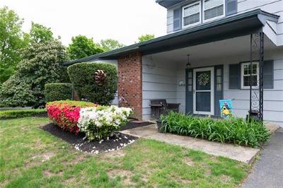 East Brunswick Single Family Home For Sale: 2 Carlisle Court