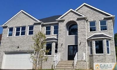 Edison Single Family Home For Sale: 2 Plenge Court