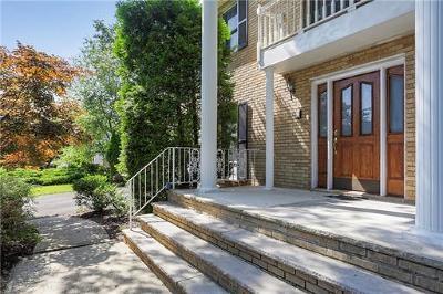 East Brunswick Single Family Home For Sale: 7 Jennifer Court
