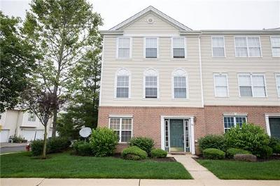 Sayreville Condo/Townhouse For Sale: 101 Pointe Of Woods Drive #527