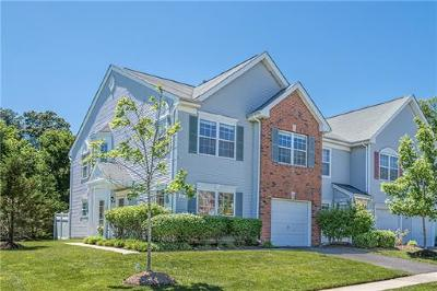 East Brunswick Condo/Townhouse For Sale: 207 Windsong Circle #4