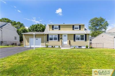 South Plainfield Single Family Home For Sale: 136 Florence Place