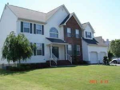 Piscataway Single Family Home For Sale: 81 Carriage Drive