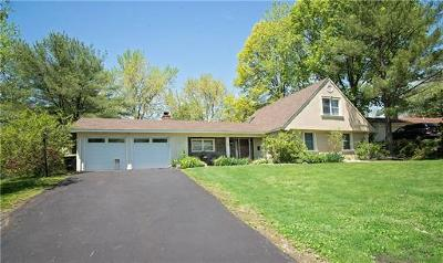 Old Bridge Single Family Home For Sale: 16 Lakeridge Drive