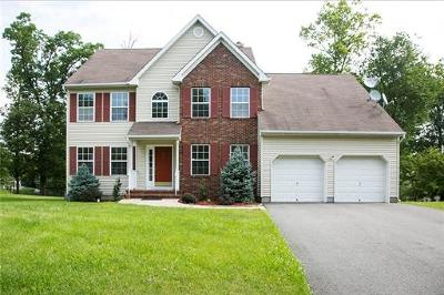 Piscataway Single Family Home For Sale: 69 Carriage Drive
