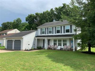 Edison Single Family Home For Sale: 12 Boxwood Court