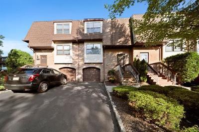 North Brunswick Condo/Townhouse For Sale: 1602 N Oaks Boulevard