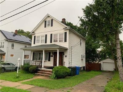 WOODBRIDGE Single Family Home For Sale: 198 Strawberry Hill Avenue