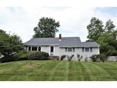 Edison Single Family Home For Sale: 11 Deborah Drive