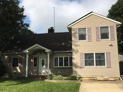 Aberdeen, Matawan Single Family Home For Sale: 18 Edgewater Drive