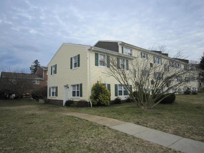 Brick Condo/Townhouse Under Contract: 220 Sawmill Road #449