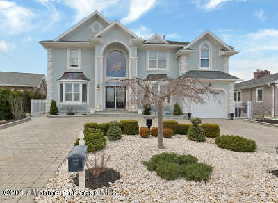 Point Pleasant Single Family Home For Sale: 1756 Bay Isle Drive
