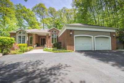 Holmdel Single Family Home Under Contract: 17 Highpoint Road