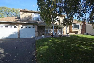 Marlboro Single Family Home For Sale: 7 Stone Lane