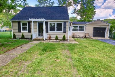 Howell Single Family Home For Sale: 515 Middle Lane