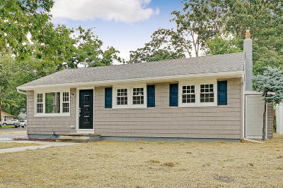 Point Pleasant Single Family Home For Sale: 600 Academy Drive