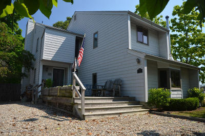 Point Pleasant Single Family Home For Sale: 201 Meadow Avenue