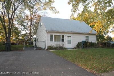 Hazlet Single Family Home For Sale: 15 Franciscan Way