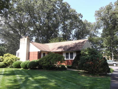 Toms River Single Family Home For Sale: 21 Tanager Drive