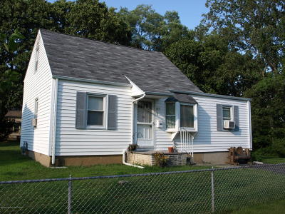 Hazlet Single Family Home For Sale: 9 Trumen Place