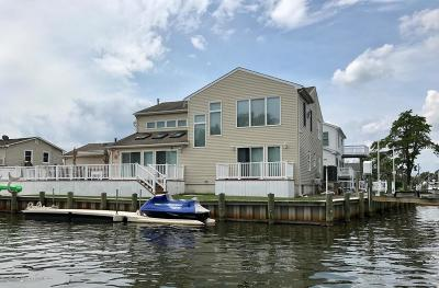 Brick Single Family Home Under Contract: 7 Island Court
