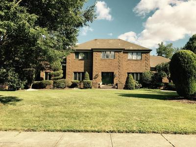 Freehold Single Family Home For Sale: 31 Apache Trail