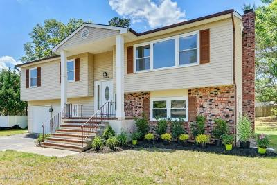 Howell Single Family Home Continue To Show: 22 Evergreen Place