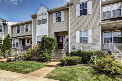 Freehold Condo/Townhouse For Sale: 3104 Smoke House Court