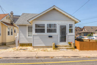 Point Pleasant Single Family Home For Sale: 251 Ocean Avenue #1