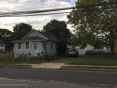 Middletown Single Family Home For Sale: 244 Thompson Avenue