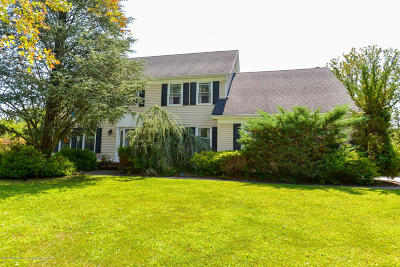 Holmdel Single Family Home For Sale: 17 Dimisa Drive