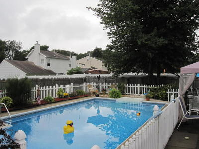 Howell Single Family Home For Sale: 7 Mendon Drive