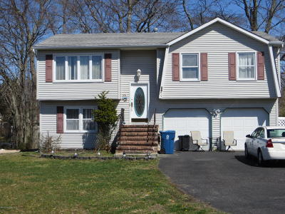 Howell Single Family Home For Sale: 34 Standish Drive