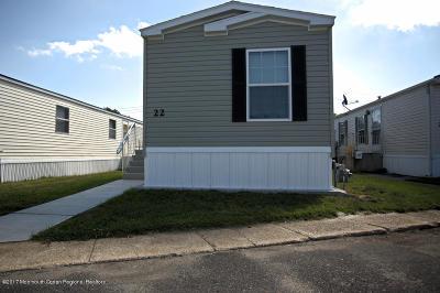 Hazlet Single Family Home For Sale: 22 Locust Grove