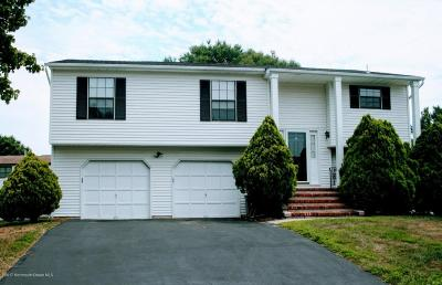 Howell Single Family Home For Sale: 9 Sweetbriar Trail