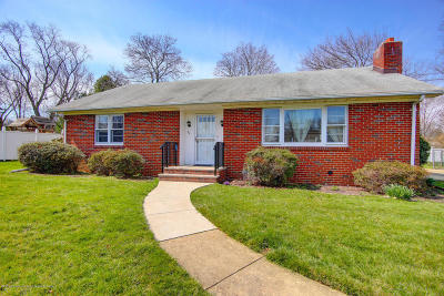 Holmdel Single Family Home For Sale: 22 Telegraph Hill Road