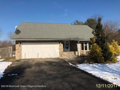 Manalapan Single Family Home For Sale: 10 Hillcrest Road