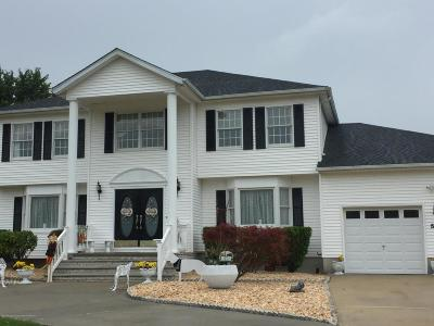 Freehold Single Family Home For Sale: 57 Desai Court