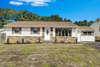 Toms River Single Family Home For Sale: 84 Rosewood Drive
