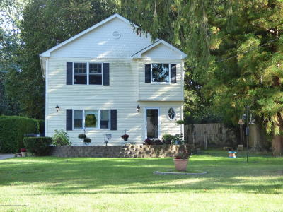 Monmouth County Single Family Home For Sale: 34 Reynolds Drive