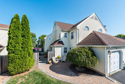 Monmouth County Condo/Townhouse For Sale: 3 Hawthorne Court