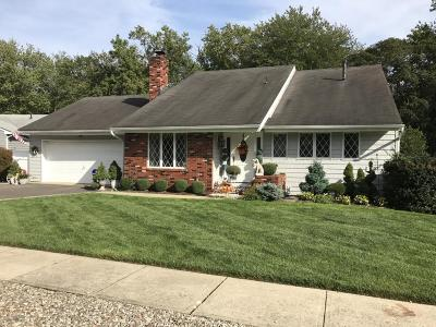 Brick Single Family Home For Sale: 14 Quail Run