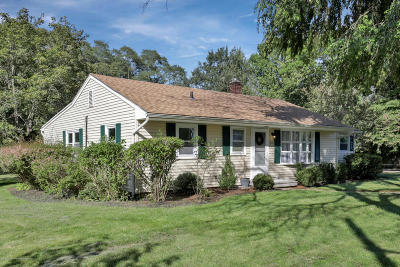 Middletown Single Family Home Under Contract: 831 Nutswamp Road