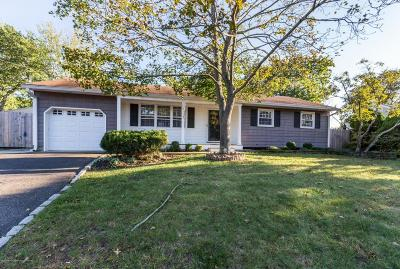 Point Pleasant Single Family Home For Sale: 127 Smith Circle