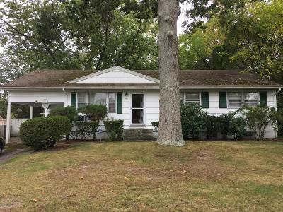 Brick Single Family Home For Sale: 206 Colonial Drive