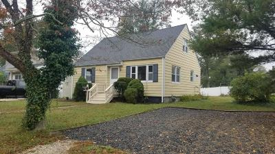 Point Pleasant Single Family Home For Sale: 707 Old Farm Road