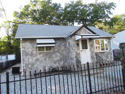 Middletown Single Family Home Under Contract: 54 Grove Street